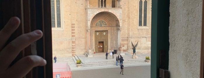 Piazza Duomo is one of Tempat yang Disukai mojobeton.
