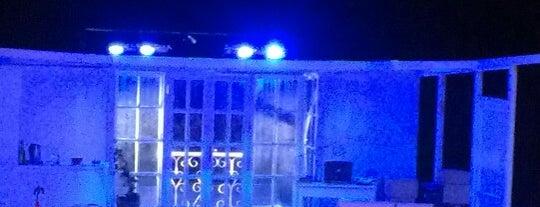 Devlet Tiyatroları Küçükçekmece Sahnesi is one of Locais curtidos por Cesim.
