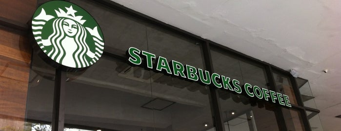 Starbucks is one of Locais curtidos por Leandro.
