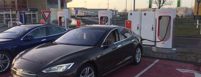Tesla Supercharger Terminal Eutotunnel is one of Superchargeurs Tesla en France.