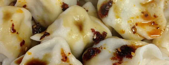 Tianjin Dumpling House is one of Lugares guardados de Julia.