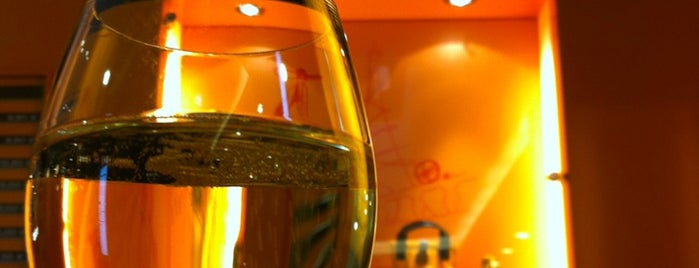 Veuve Cliquot Champagner-Bar is one of Food & Fun - Berlin.