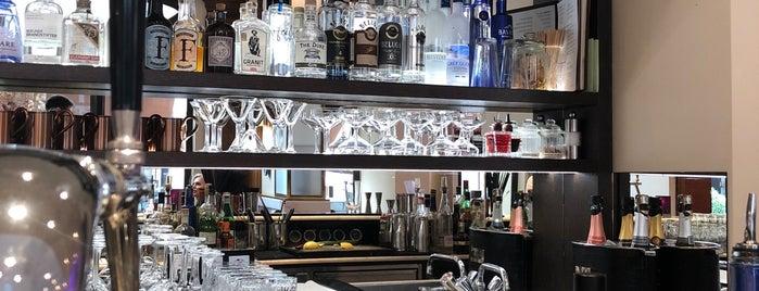 Jahreszeiten Bar is one of Orte, die Triinu gefallen.