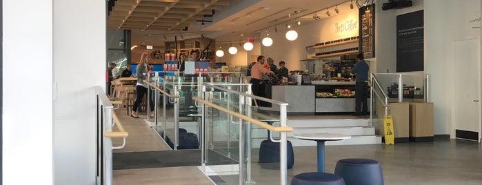 Capital One Café is one of Lugares favoritos de Sam.