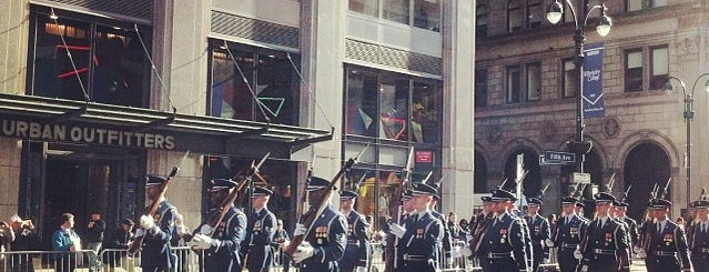 Veterans' Day Parade 2013 - NYC is one of Christopher 님이 좋아한 장소.