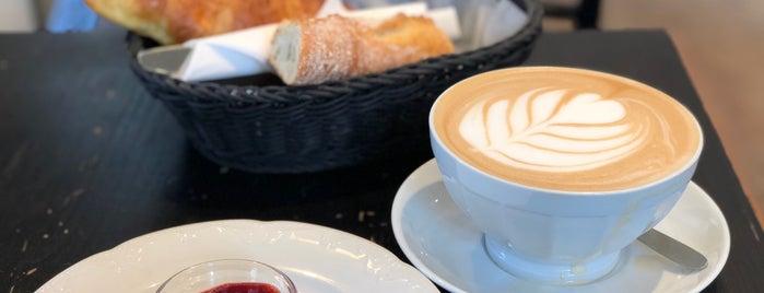 Café par ici is one of Lugares favoritos de Vanessa.