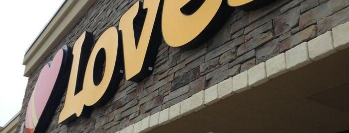 Love's Travel Stop is one of Tempat yang Disukai Annemarie.