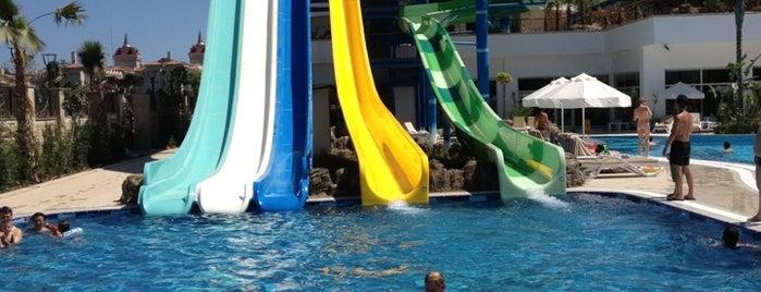 Crystal Waterworld Resort & Spa is one of Posti che sono piaciuti a Serhad.