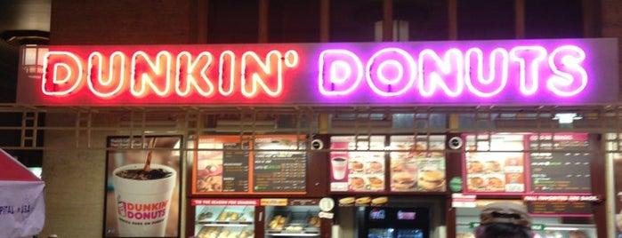 Dunkin' is one of Locais curtidos por Christopher.