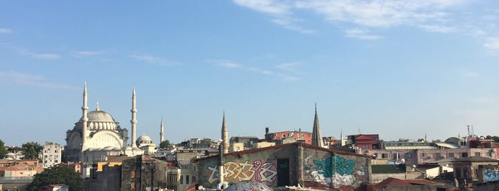 Büyük Valide Han is one of Locais curtidos por Selim.