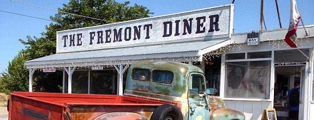The Fremont Diner is one of Tania: сохраненные места.