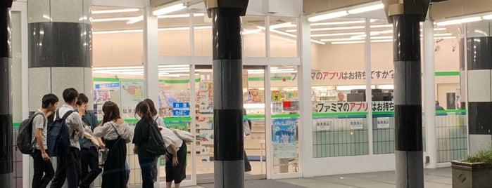 FamilyMart is one of コンセント付きの店.