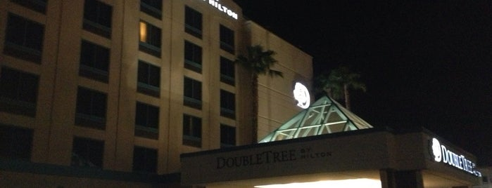 DoubleTree by Hilton Hotel Las Vegas Airport is one of สถานที่ที่ Fernando ถูกใจ.
