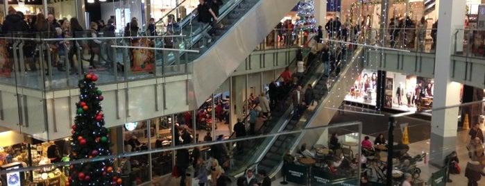 Drake Circus Shopping Centre is one of Locais curtidos por James.