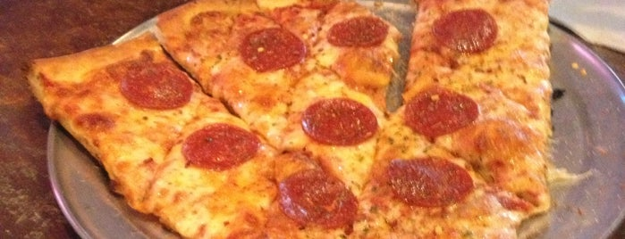 Arizona Pizza Company is one of Gespeicherte Orte von Michael.