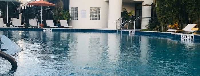 Sheraton Poolside is one of Tempat yang Disukai Marteeno.