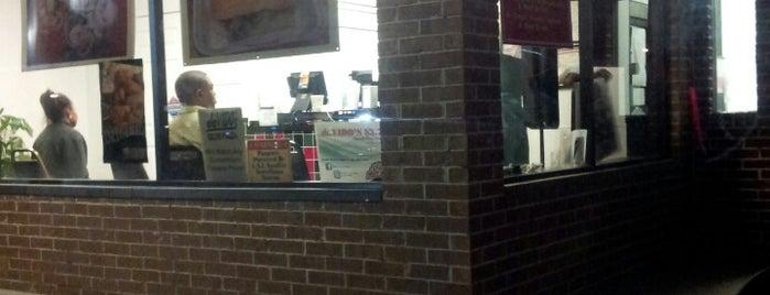 daVIDO's $3.75 Pizza is one of สถานที่ที่ NupeKidd ถูกใจ.