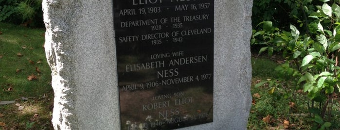 Eliot Ness Gravesite is one of Locais curtidos por John.