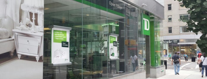 TD Bank is one of Phacharin 님이 좋아한 장소.