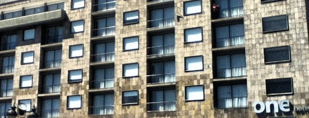 One Hoteles is one of สถานที่ที่ Jorge ถูกใจ.