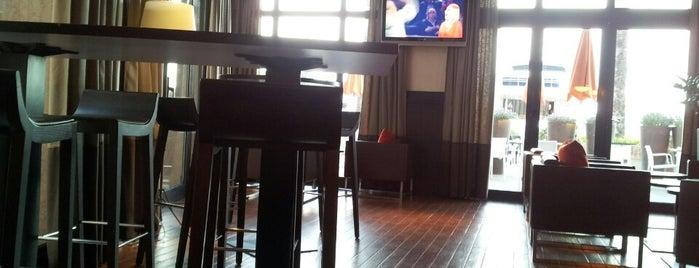 C Bar is one of Lugares favoritos de Mike.