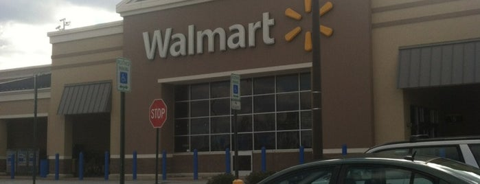 Walmart Supercenter is one of Tempat yang Disukai Manny.