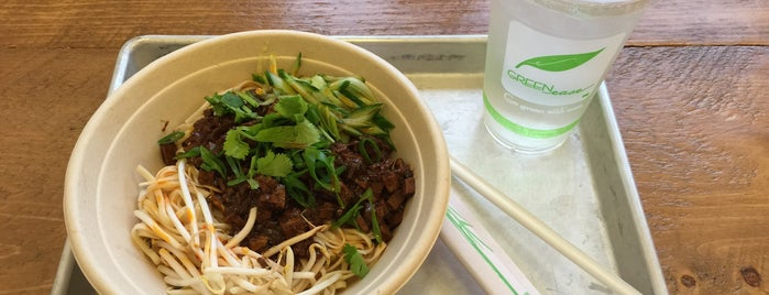 Three Fold Noodles and Dumpling Co. is one of Locais curtidos por Brian.