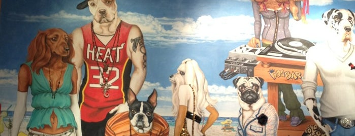 The Dog Bar is one of Lugares favoritos de Jennifer.