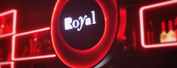 Royal Club is one of Locais curtidos por Fabio.