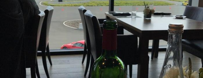 Restaurant 917 is one of Lieux qui ont plu à Dan.