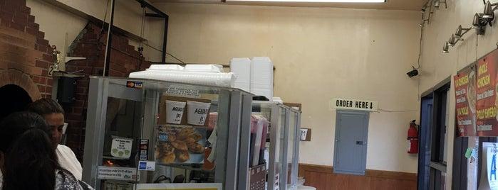 El Pollo A La Brasa is one of สถานที่ที่ Dan ถูกใจ.