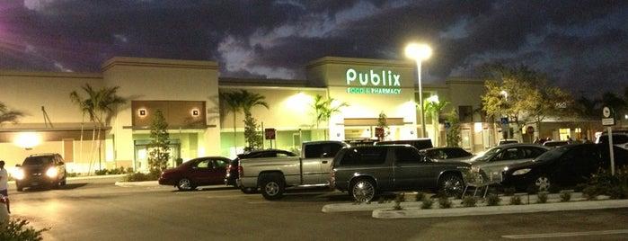 Publix Super Market at Sunshine Square is one of Posti che sono piaciuti a Warren.