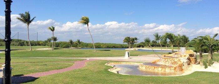 Golf Club is one of Posti che sono piaciuti a Carlos.