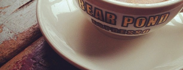 Bear Pond Espresso is one of Lugares favoritos de Mollie.