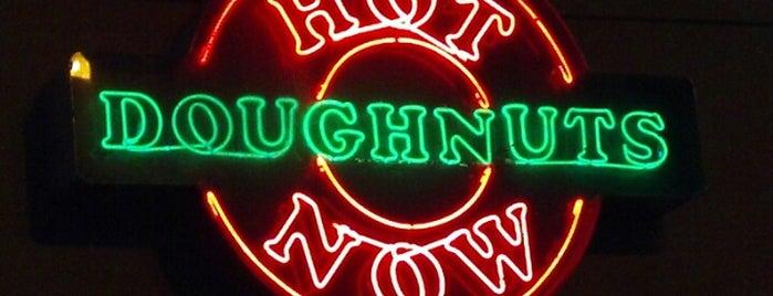Krispy Kreme Doughnuts is one of Lugares favoritos de Joy.