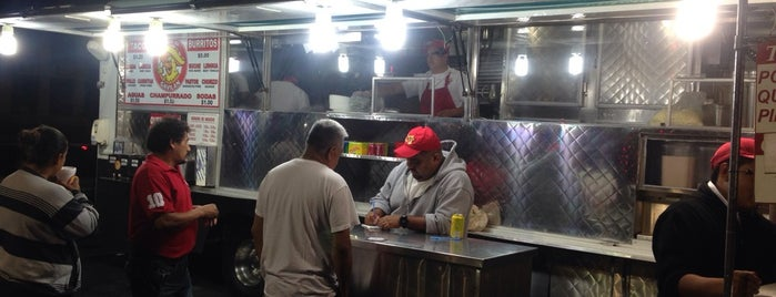 Tacos El Gavilan is one of Kat's Liked Places.