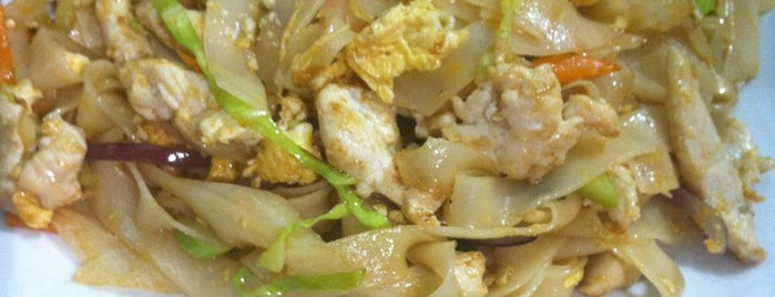 Pad Thai is one of Cenas chulas.