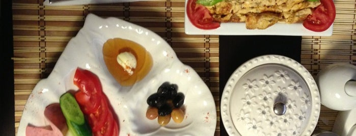 Berries Cafe is one of Özel.