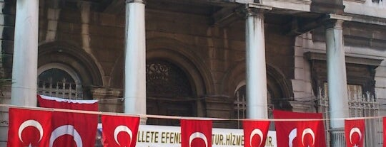İstanbul Kadıköy Lisesi is one of Lieux qui ont plu à Hale.