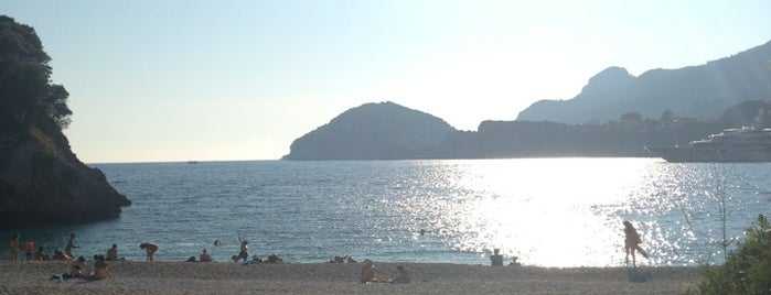 Rovinia Beach is one of Corfu.