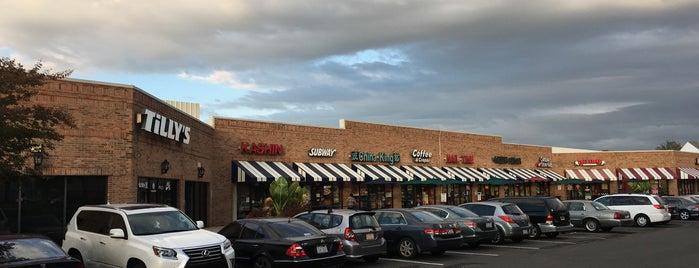 Crossroads Plaza is one of Locais curtidos por Jeff.