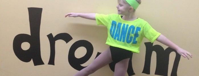 Footsteps Dance Studio is one of สถานที่ที่ Connie ถูกใจ.