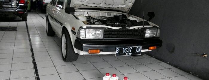 Toda Racing Oil is one of Locais curtidos por Natasha.