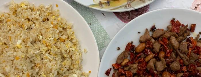 Ru Jia Restaurant is one of B'ın Beğendiği Mekanlar.