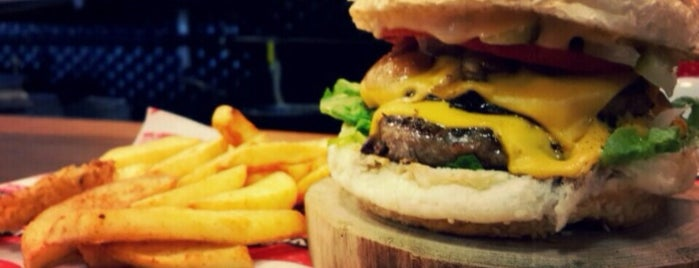 Beeves Burger & Steakhouse is one of S.さんの保存済みスポット.