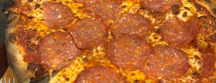 Alex & Teresa's Pizzera & Trattoria is one of Posti che sono piaciuti a Tom.
