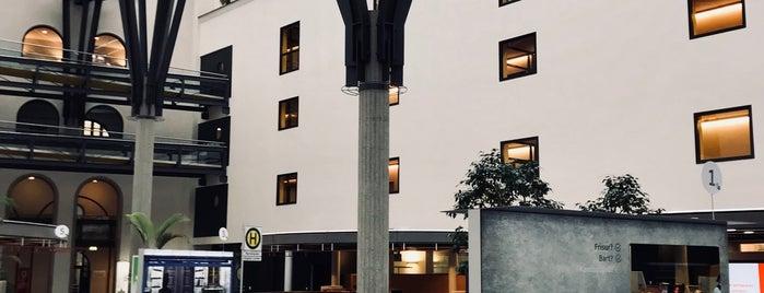 Stadtsparkasse München is one of Lieux qui ont plu à Raphael.