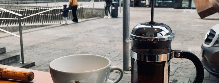 Holanka Bar Kleiner Schlossplatz is one of Europe specialty coffee shops & roasteries.