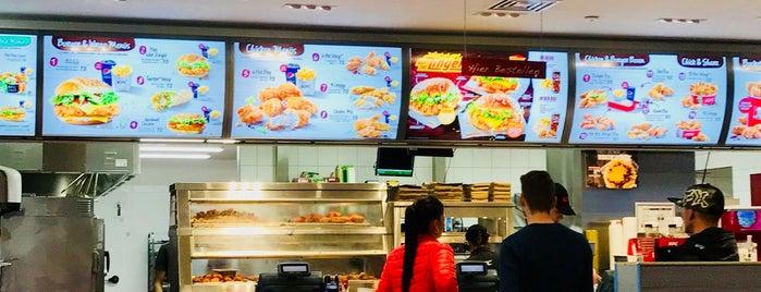 Kentucky Fried Chicken is one of สถานที่ที่ Giovanna ถูกใจ.