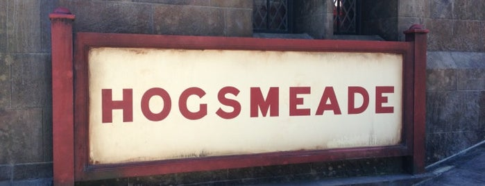 Hogwarts Express – Hogsmeade Station is one of Orte, die Tim gefallen.